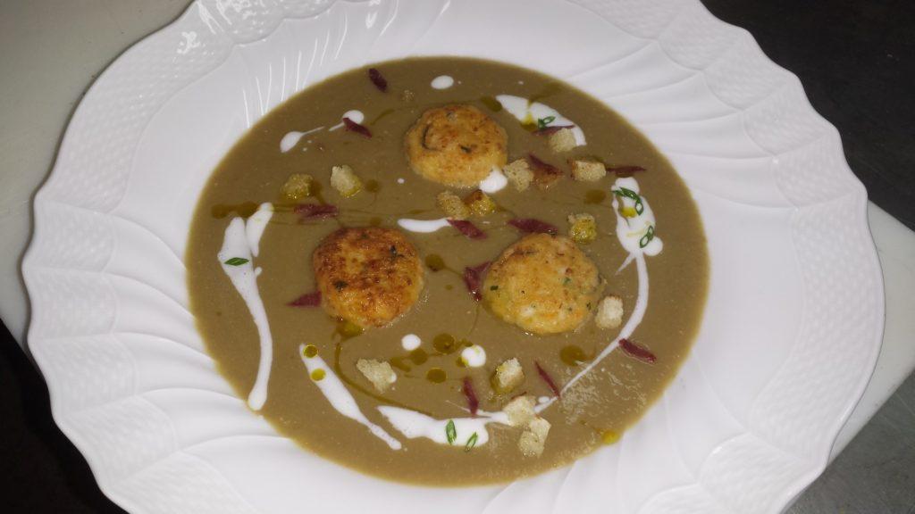 Vellutata di Lenticchie di Linosa con Bocconcini di Seppia, Crostini di Pane e salsa al Primo Sale Lampedusano | Sicilia da Gustare