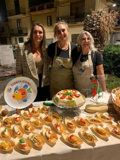 Rita Del Castillo al centro e la cassata siciliana salata